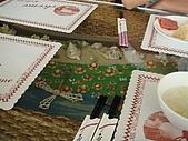 澎湖摩托車日記20090704~DAY5 馬公市區 (完):每張桌子的玻璃墊下都用貝殼裝飾,很有澎湖的味道~