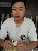 澎湖摩托車日記20090704~DAY5 馬公市區 (完):九點被我挖起來吃早餐的汎汎,似乎精神還有點恍惚~
