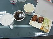 100-05-13午餐:今天的豐富午餐  有雞肉、高麗菜、蒸蛋和爸的愛心「斗笠螺」^^
