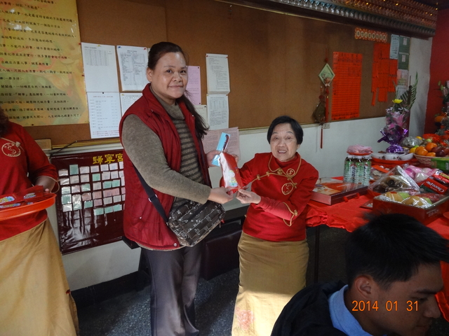 103-01-31甲午馬年-宮主發地母恩賜的紅包:DSC07403.JPG
