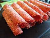 極鮮火鍋高雄澄清店:現切的牛肉片