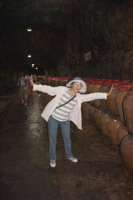 12-坑道內窖藏老酒.JPG - 馬祖酒廠、八八坑道