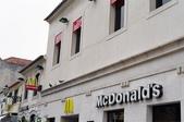 全球麥當勞集錦:葡萄牙靠海的麥當勞 (藍色的海加上白色建築的麥當勞,突然間感受到了她優雅的氣質.....)