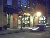 全球麥當勞集錦:加拿大魁北克的古城不被干擾的麥當勞