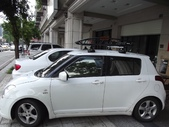 Suzuki車系安裝範例:Suzuki-Swift黑色版本車頂架(Thule-754+961B+kit1622)+黑鐵行李盤(Thule-Canyon 859).