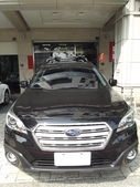 Subaru車系安裝範例:Subaru-Outback黑色版本車頂架(Thule-959x)+車頂攜車架x2台份(Thule-591)