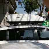 Mazda車系安裝範例:Mazda 5車頂架(Whispbar Flushbar)+460L亮白雙開行李箱(Meedo 9021).