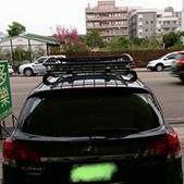 Subaru車系安裝範例:Subaru Legacy黑色版本車頂架(Thule 959*)+黑鐵行李盤(Thule Canyon 859).