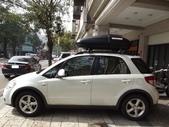 Suzuki車系安裝範例:Suzuki-SX4車頂架(Thule-757)+425L霧黑單開行李箱(Yakima-Rocketbox 15s)