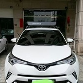Toyota車系安裝範例:Toyota C-HR黑色版本車頂架(Whispbar Flushbar)+黑鐵行李盤(Yakima Loadwarrior).