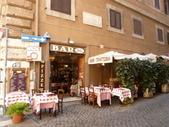 2011年10月義大利16日遊:好想坐下的餐聽.JPG