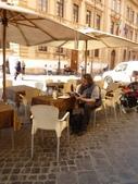 2011年10月義大利16日遊:好想坐下的餐聽 (1).JPG