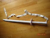 Emily與Tina的畫:Emily用紙做的武士刀