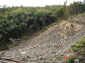 霞喀羅古道:馬鞍附近的山崩