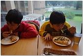 104學年上學期:3~6年級期末聚餐(必勝客)_3228.jpg
