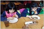 104學年上學期:3~6年級期末聚餐(必勝客)_2453.jpg