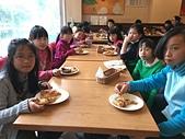 104學年上學期:3~6年級期末聚餐(必勝客)_2199.jpg