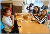 104學年上學期:3~6年級期末聚餐(必勝客)_8150.jpg