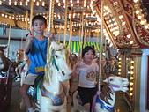2009年暑假出遊:2009小人國坐旋轉木馬承亮、心妤.J