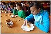 104學年上學期:3~6年級期末聚餐(必勝客)_9292.jpg
