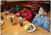 104學年上學期:3~6年級期末聚餐(必勝客)_8667.jpg