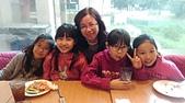 104學年上學期:3~6年級期末聚餐(必勝客)_8528.jpg