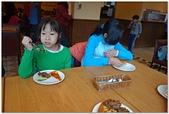 104學年上學期:3~6年級期末聚餐(必勝客)_2391.jpg