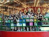 2009年暑假出遊:2009小人國坐旋轉木馬團照.JPG