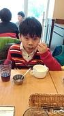 104學年上學期:3~6年級期末聚餐(必勝客)_1969.jpg