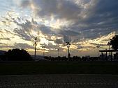 95.12.12 好久沒有一起走:操場的天空