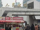 上海人民廣場與上海書城:人民廣場大門口一瞥.jpg