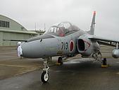 日本自衛隊50週年慶:三菱 T-4 及祈晴娃娃