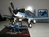我的模型:1/48 F-4U (Academy)