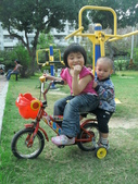 Q寶貝.軒寶貝居家篇:小Q小嫩騎腳踏車.JPG