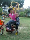 Q寶貝.軒寶貝居家篇:小Q小嫩騎腳踏車 (2).JPG