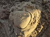 Q寶貝.軒寶貝到外婆家度假:101711寶貝Q在廣豐公園內沙坑玩沙蘋果 (3).JPG