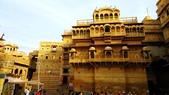 【2016。勇闖印度】金城賈沙米爾堡。粉紅城捷浦爾:金色城市賈沙米爾Jaisalmer Patwon Ki Haveli的窗台
