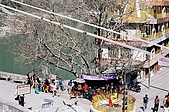 Rishikesh, March 2007:橋上的搗蛋鬼