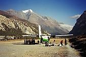 Trekking in Nepal, Dec 2003:Unloading