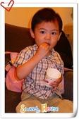 961104 海洋拉娜拍照:吃小饅頭