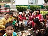 在校園裡自己與朋友老師們的照片:cm8k-1175580138-13977-82.jpg