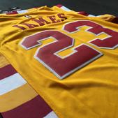 NBA球衣 騎士隊:騎士隊23號JAMES 復古 黃色黃邊2.jpg